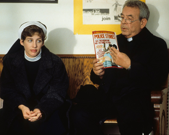 http://www.cbsdrama.tv/pictures/lightbox/father_dowling_myste/3.jpg